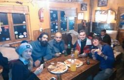 Cenando no Refugio Mausy