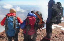 Equipe do GentedeMontanha no cume do Mercedário, todos com mochilas Deuter! - Foto de Eduardo Tonetti 2