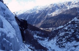 Escalando cachoeiras congeladas na França
