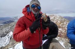 Homenageando o amigo Parofes no cume do Ojos del Salado, o maior vulcão do mundo