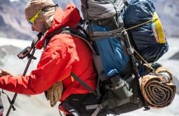 Maximo a 5700m com a sua mochila Deuter - Foto de Gabriel Tarso