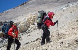 Maximo e Gustavo a 5700m, caminho do acampamento - Foto de Gabriel Tarso