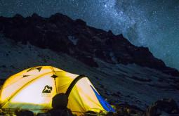 Noite maravilhosa em Plaza Canada a 5050m, essas são nossas barracas durante as primeiras horas da noite de frio negativo no nosso primeiro acampamento no Aconcágua em Fevereiro de 2015 5
