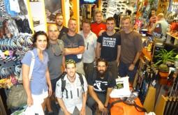 Parte da nossa equipe de janeiro de 2015 na loja de equipamentos em Mendoza - Foto de Bruno Novarini