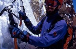 Pedro escalando a face sul do Tronador 3400m, Argentina