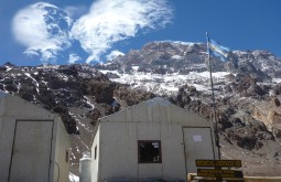 Pequeno hospital a 4300m - Foto de James Shipton
