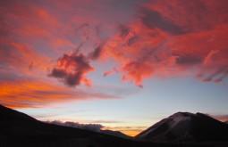Por do sol visto desde 5200m - o Vicuñas com 6087m está ao fundo - Foto de Maximo Kausch
