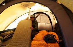 Ricardo Cordeiro se preparando para dormir a 3800m - Foto de Emiliano Araujo