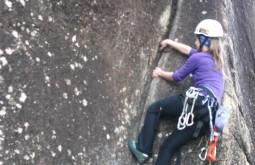 Escalando rocha no Paraná