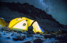Noite-maravilhosa-em-Plaza-Canada-a-5050m-essas-são-nossas-barracas-durante-as-primeiras-horas-da-noite-de-frio-negativo-no-nosso-primeiro-acampamento-no-Aconcágua-em-Fevereiro-de-2015-7