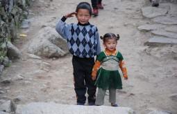 Crianças em Jorsale, Nepal - Foto de Maximo Kausch