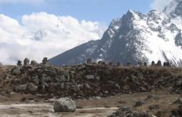 Stupas dedicadas aos caídos no Everest, Dhugla, Nepal - Foto de Maximo Kausch