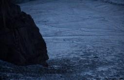 ACONCAGUA - Alguém descendo à noite de volta para plaza de mulas a 4300m - Foto Gabriel Tarso
