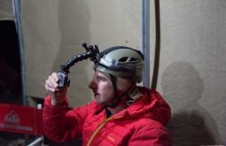 ACONCAGUA - Edu provando o capacete - Foto Gabriel Tarso