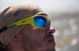 ACONCAGUA - Maximo Kausch e seu Julbo Stunt a 5300m, o Aconcágua está refletido no óculos 3 - Foto Gabriel Tarso