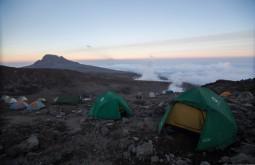 ACONCAGUA - Por do sol desde o nosso acampamento em Barafu a 4670m, dia antes de tentarmos o cume - Foto Gabriel Tarso