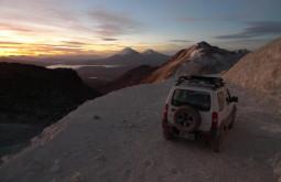 Amanhecer a 5600m no Acotango, um dos lugares mais altos onde chega dirigindo no mundo!