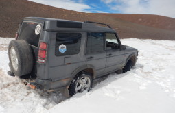 Conway preso na neve, demoramos horas para tirá-lo