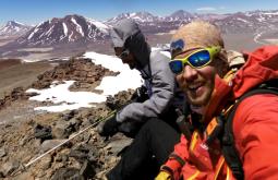 Jovani Blume e Maximo Kausch no cume do Volcán Paso Cerrado com 5079m - Foto de Maximo Kausch - Imagem da Garmin VIRB