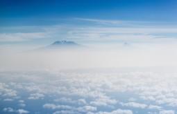KILI - Primeira vista do Kili do aviao - Foto Gabriel Tarso