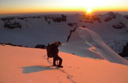 Maximo contemplado o amanhecer a 6000m no Chaupi Orko