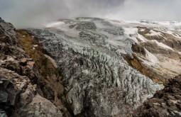 Glaciar em época seca
