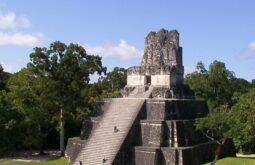 Pirâmide em Tikal