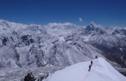 Aproximando o cume leste do Lobuche, Nepal - Foto de Maximo Kausch