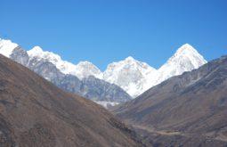 Vista do Pumori desde o trekking
