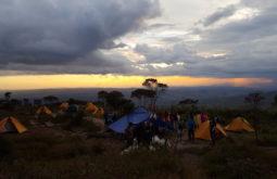 Entardecer no acampamento base