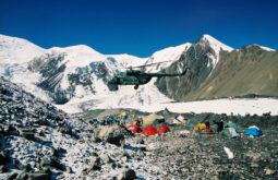 Helikopter_Mi-8_Lenin_Peak_Base_Camp_90