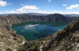 Quilotoa_crater_lake,_Ecuador,_Jan_2010
