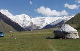 yurts-4956344_1280