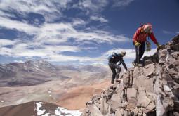 Escalando terreno virgem em umas das regiões mais remotas da terra - Foto de Caio Vilela