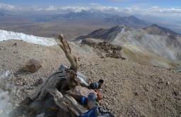 Aspecto do cume do Acotango, detalhes da madeira incaica