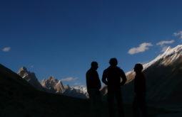 Apreciando o entardecer no Baltoro, Paquistão - Foto de Maximo Kausch