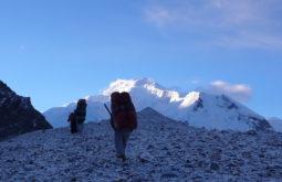 Carregadores à caminho dos Gasherbrums, Paquistão - Foto de Maximo Kausch