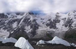 Seracs de gelo na base do glaciar Baltoro, o maior no mundo, Paquistão - Foto de Maximo Kausch