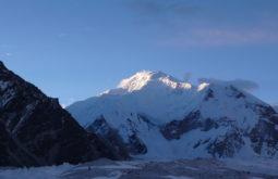 Um dos cumes do massiço Gasherbrum, Paquistão - Foto de Maximo Kausch